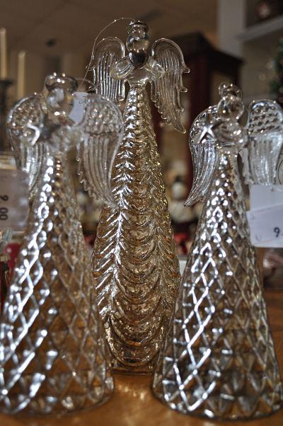 Hampton Villa Table Angels