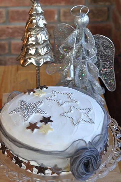 Starry Iced Christmas Cake