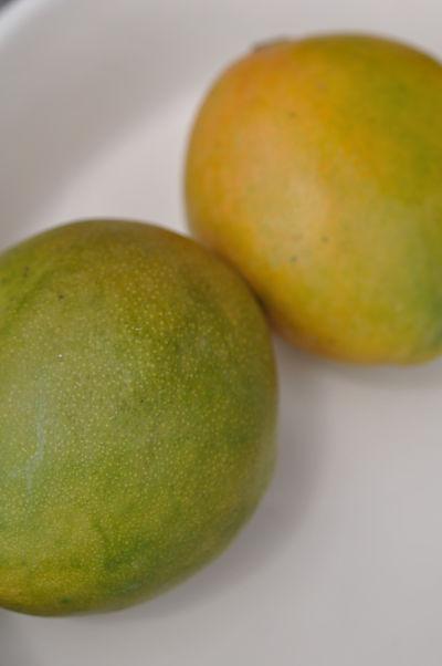 2 ripe mangos