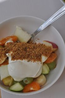 Power bowl fruit with Glenisk and Linwoods