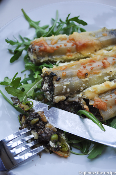 Cannelloni with knife and fork