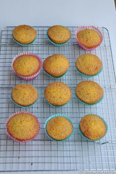 12 lemon polenta buns